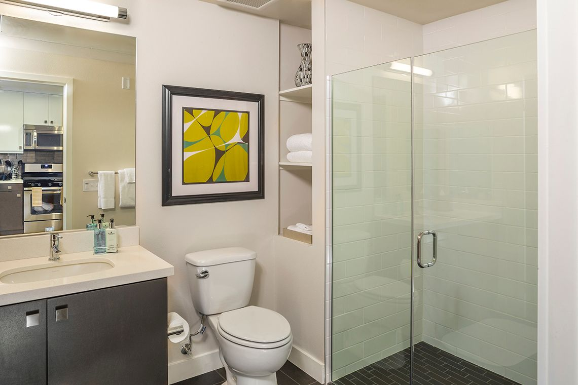Oakwood Studios Los Angeles Olympic & Olive's two-bedroom apartment bathroom