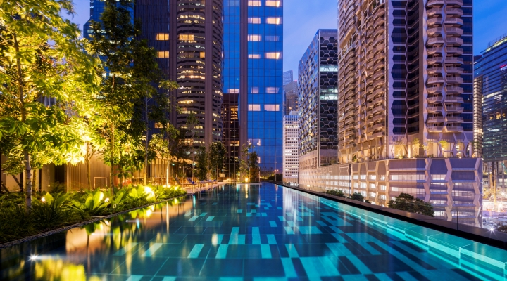 Oakwood Premier AMTD Singapore's outdoor infinity pool