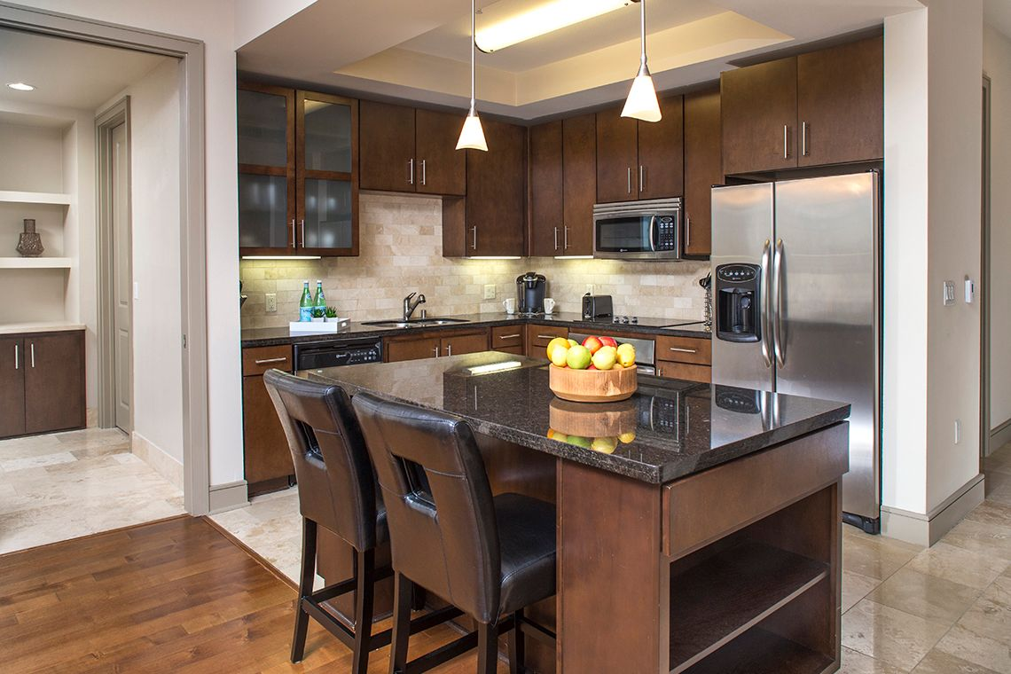 Oakwood Residence Miracle Mile's one-bedroom apartment kitchen