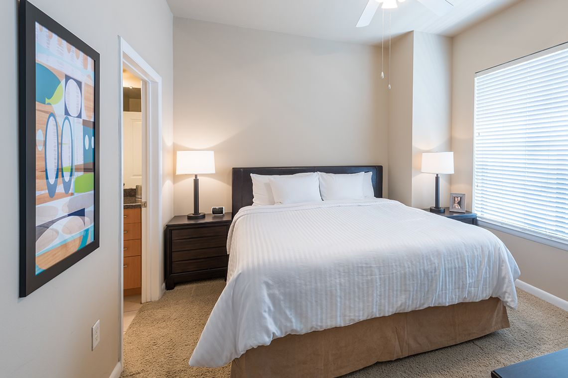 Oakwood Residence Dallas Uptown's two-bedroom apartment bedroom