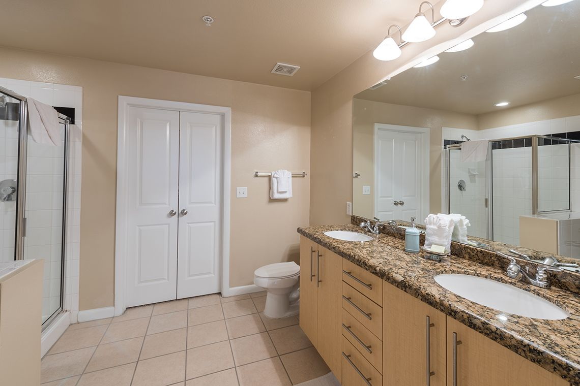 Oakwood Residence Dallas Uptown's two-bedroom apartment bathroom