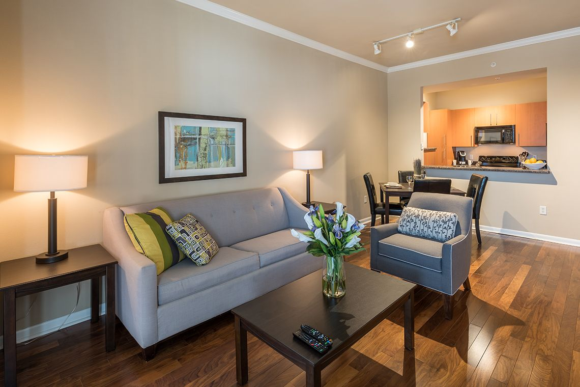 Oakwood Residence Dallas Uptown's one-bedroom apartment living room
