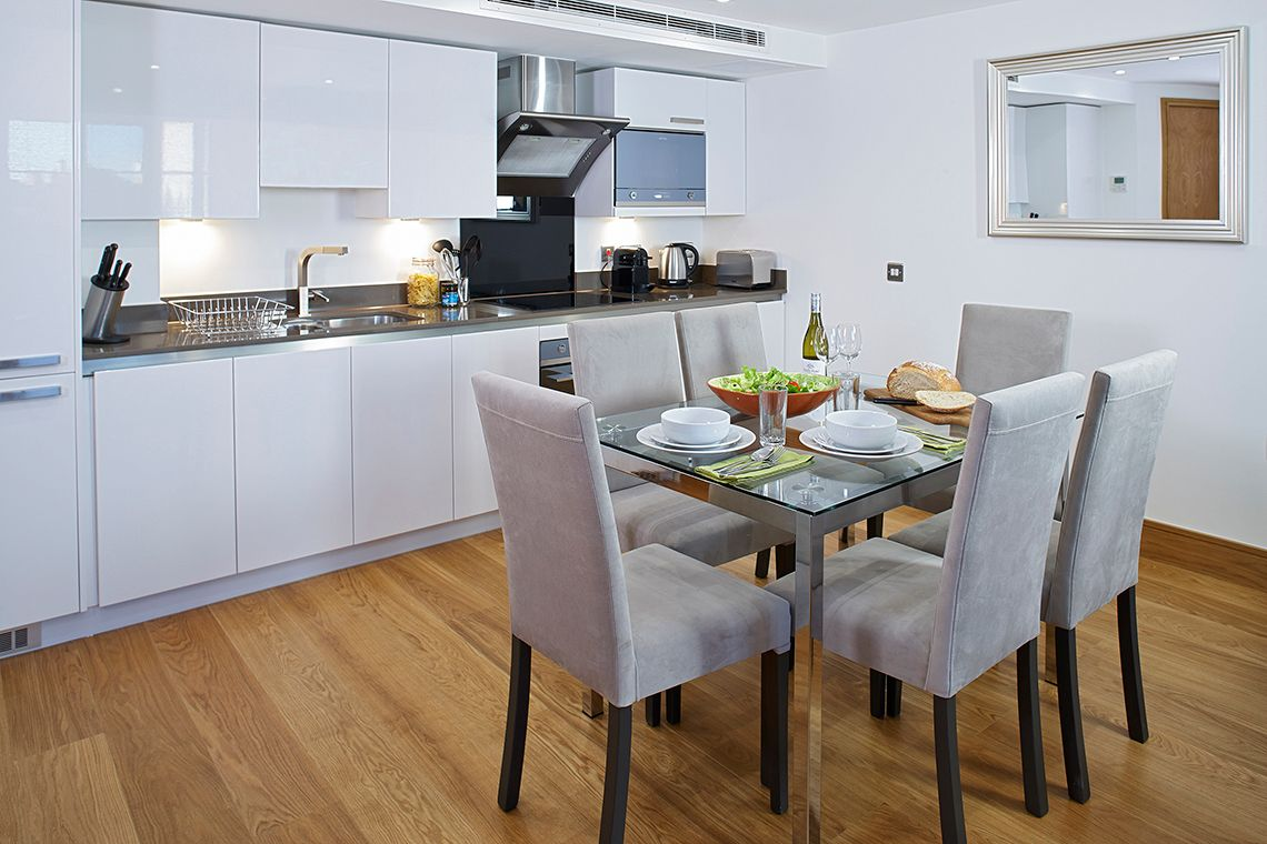 Oakwood Apartments Marylebone's two-bedroom apartment kitchen