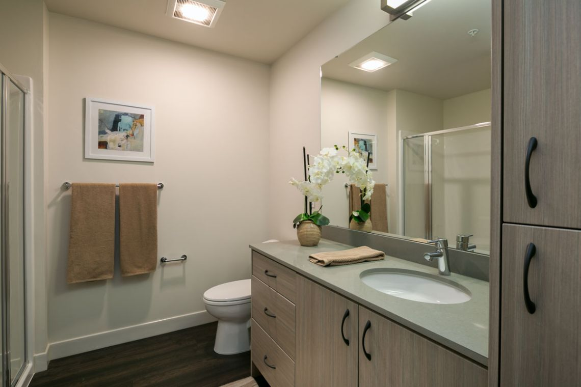 Fox and Finch's one-bedroom apartment bathroom