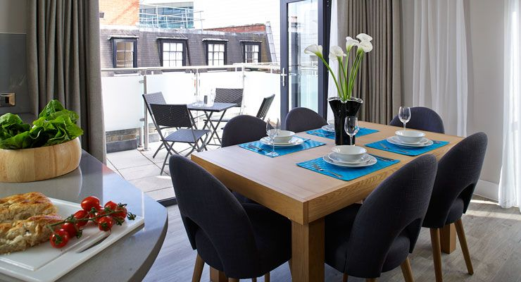 Oakwood Apartments Great Tower Street's dining room